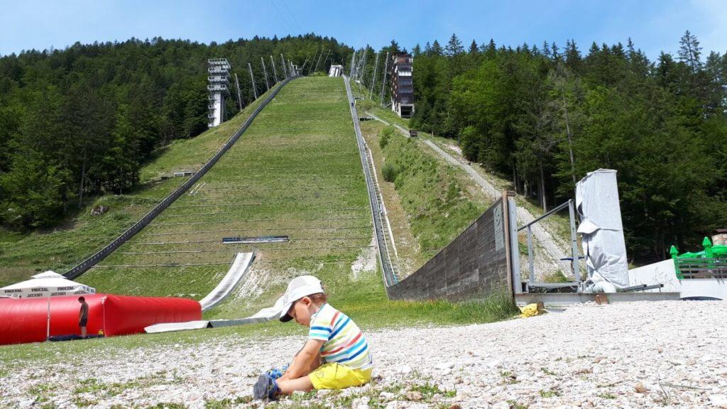 planica z dzieckiem na skoczni
