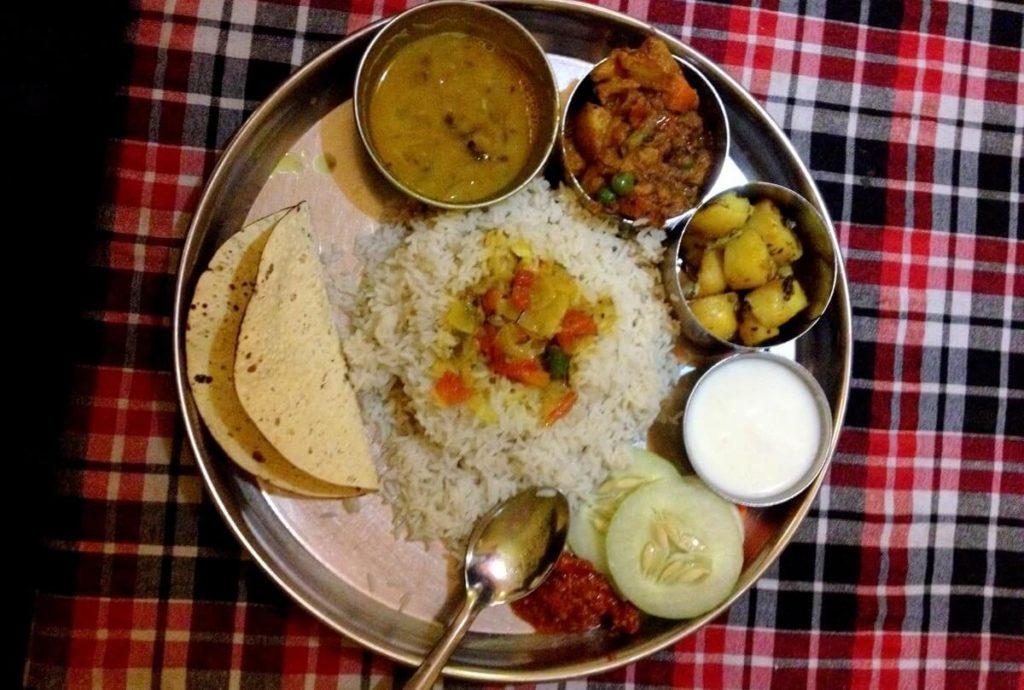 dal bhat w katmandu