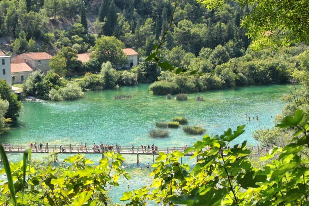 park narodowy krka kładka nad jeziorem